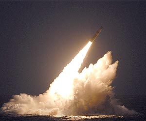 trident-2-d5-missile-submarine-launch-angle-lg